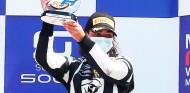 Jamie Chadwick debuta en la Fórmula Regional con un podio - SoyMotor.com