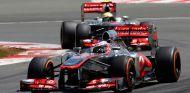 Jenson Button lidera frente a Sergio Pérez - LaF1