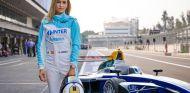 Carmen Jorda junto a 'su' Fórmula E, en México – SoyMotor.com