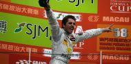 Daniel Juncadella celebrando su victoria más importante en Macao 2011 - LaF1
