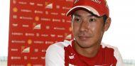 Kamui Kobayashi con los colores de Ferrari