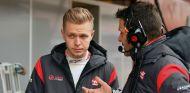 Magnussen durante los tests de invierno en el Circuit de Barcelona - SoyMotor