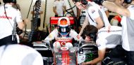 Kevin Magnussen en el box de McLaren - LaF1