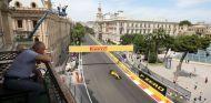 Renault sufre mucho en Bakú - LaF1
