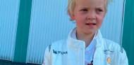Räikkönen se entrena para el reinicio con una tarde de karting en familia - SoyMotor.com
