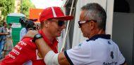 Kimi Räikkönen y el director de Sauber, Beat Zehnder, en Milán - SoyMotor.com