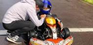 VÍDEO: primera experiencia del hijo de Räikkönen en un kart - SoyMotor.com