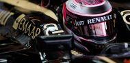 Heikki Kovalaine en el interior del Lotus E21 - LaF1