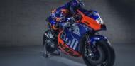 KTM presenta su decoración 'a lo Toro Rosso' en su Moto2 de 2019 – SoyMotor.com