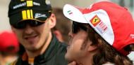 Robert Kubica y Fernando Alonso en 2010 - SoyMotor.com