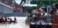 Daniil Kvyat atravesando el pit lane del circuito de Montreal - LaF1
