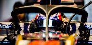 Daniil Kvyat, con el halo en Austin - LaF1