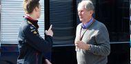 Daniil Kvyat y Helmut Marko en Barcelona - SoyMotor.com