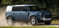 Land Rover Defender Hard Top: la variante más comercial - SoyMotor.com
