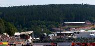 Kvyat y Verstappen, pasando por 'La Source' en la imagen, llevaron buenas noticias a Renault - LaF1