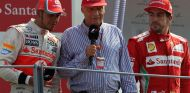 Lewis Hamilton, Niki Lauda y Fernando Alonso, en 2012 - LaF1