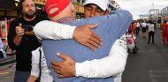 Niki Lauda y Lewis Hamilton en el GP de México - SoyMotor