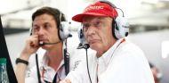 Niki Lauda y Toto Wolff todavía no han firmado a un segundo piloto para 2017 - SoyMotor