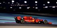 """Primera Pole de Leclerc en Fórmula 1: """"Contento de aprender de Vettel y de terminar delante de él"""" - SoyMotor.com"""