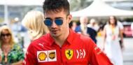 Multa a Ferrari por la anomalía en el combustible de Leclerc en Abu Dabi - SoyMotor.com