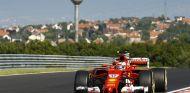 Charles Leclerc durante el Día 1 de test en Hungría - SoyMotor.com