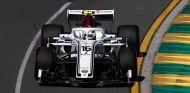Charles Leclerc con el C37 en Australia - SoyMotor.com