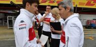 Charles Leclerc y Xevi Pujolar en Barcelona - SoyMotor.com
