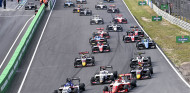 Leclerc gana en la salida la primera carrera de Zandvoort - SoyMotor.com