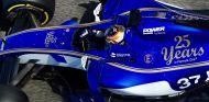 Charles Leclerc en los test de post-temporada en Abu Dabi con Sauber - SoyMotor