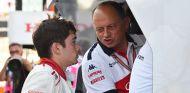 Charles Leclerc y Fréderic Vasseur en Suzuka - SoyMotor.com