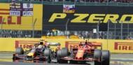 "Leclerc es ""mucho mejor"" que Verstappen, según Irvine - SoyMotor.com"