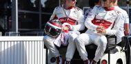 Charles Leclerc (izq.) y Marcus Ericsson (der.) – SoyMotor.com