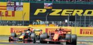 La lucha Leclerc-Verstappen en Silverstone nominada a la acción del año de la FIA 2019 - SoyMotor.com