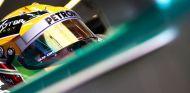 Lewis Hamilton en su W04