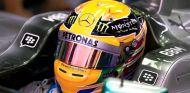 Lewis Hamilton en el box de Corea - LaF1