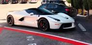 A Lewis Hamilton también le gustan los hypercar italianos - SoyMotor.com