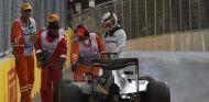 Descomunal enfado de Hamilton en Bakú - LaF1