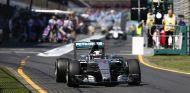 Lewis Hamilton subido al W06 en Australia - LaF1.es