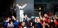 Lewis Hamilton celebra la victoria en el GP de China F1 2019 - SoyMotor