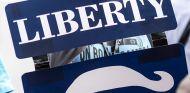 Pancarta de Liberty Media de un aficionado japonés - SoyMotor.com