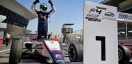 Victoria histórica de Lorenzo Fluxá en la F4 de los Emiratos Árabes - SoyMotor.com