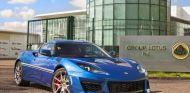 El Lotus Evora 400 Hethel Edition en las puertas de la factoría a la que rinde tributo - SoyMotor