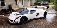 Cortan un Lotus Elise a la mitad para poner un V10 de BMW - SoyMotor.com