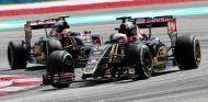 Maldonado y Grosjean rodando con el Lotus E23 en Sepang - LaF1es