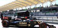 Romain Grosjean con el E23 en Sepang - LaF1.es