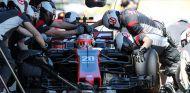 Magnussen cede a Giovinazzi su VF-17 ciertos viernes por contrato - SoyMotor.com