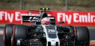 """Magnussen, molesto con Hamilton: """"Es un poco irrespetuoso"""" - SoyMotor.com"""