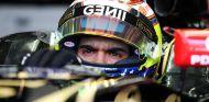 Pastor Maldonado, subido en el Lotus en Sepang - LaF1