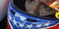 Pastor Maldonado con la bandera de Venezuela en su casco - LaF1