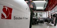 Pastor Maldonado visitó la sede del equipo Sauber - LaF1